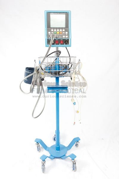 Multi parameter monitor on stand