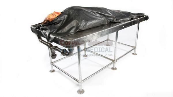 Dissection table with body bag