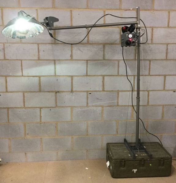 US Army mobile medical lamp Non Practical